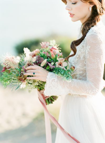 Vintage jewelry and dreamy glamour create a Hawaii-inspired wedding spectacular