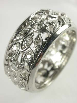 1940s Platinum Eternity Band with Leaf Motif