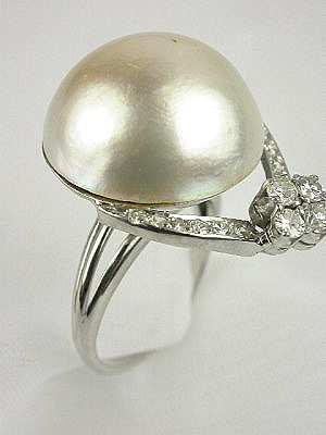 1950s Mabe Pearl and Diamond Antique Ring