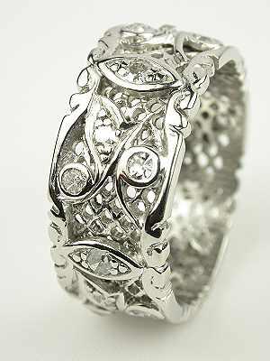 Antique Diamond Wedding Ring in Platinum