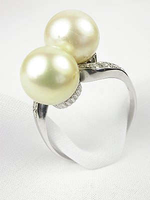 Vintage Engagement Ring with Pearls