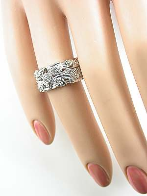 Vintage Wedding Ring with Leaf and Ribbon Design