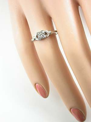 Classic 1930s Vintage Ring with Leaf Motif