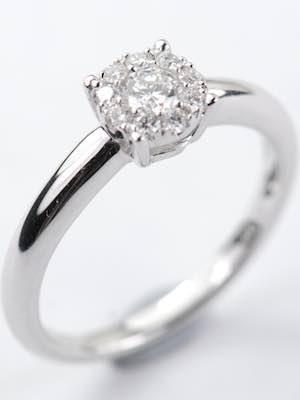 Shimmering Diamond Engagement Ring