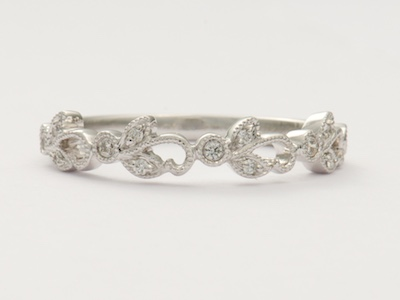 Vintage Inspired Wedding Ring with Twisting Leaves